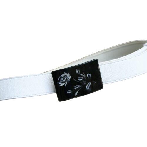 Cintura nappa bianca fibbia floreale plexiglass nero